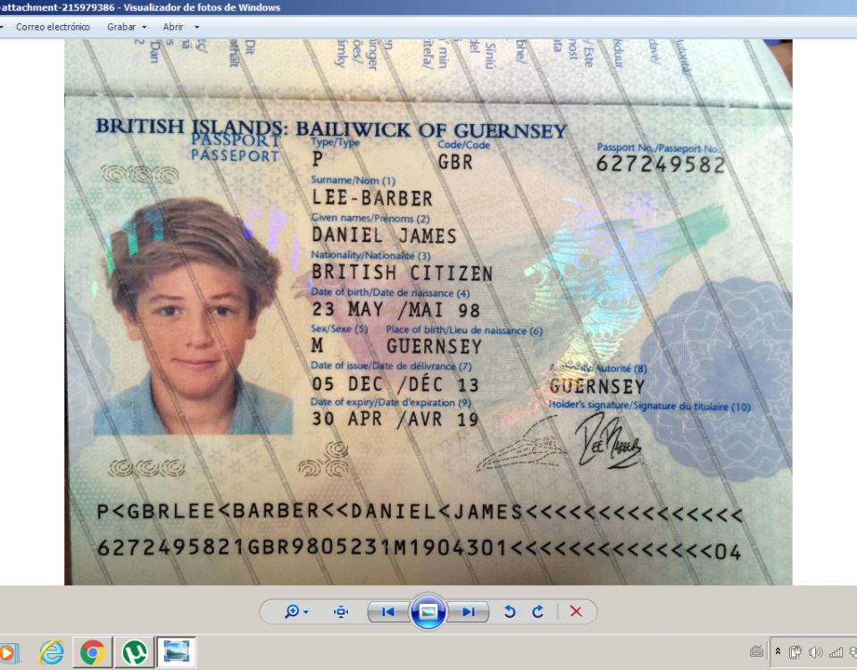 This image identifies the scammers online, in this case Daniel Lee Barber